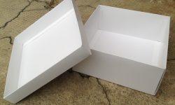 Otevřená krabice s víkem